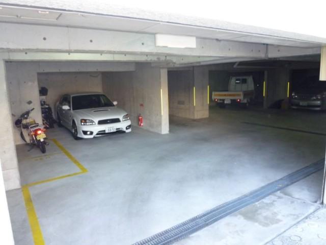 シャルマンコート西宮駐車場